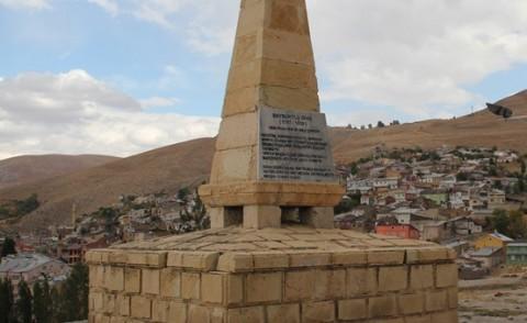 Bayburtlu Şair Zihni Anıtı